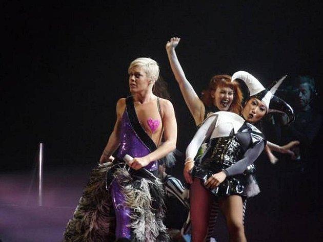 Pink vyjela na turné se zastávkou i v Česku