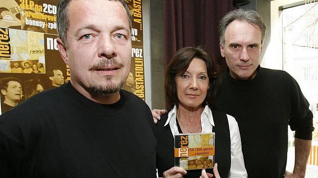 Zleva Zdeněk Vřešťál, Marie Rottrová a Vít Sázavský na křtu CD jejich skupiny Nerez s názvem A bastafidli.