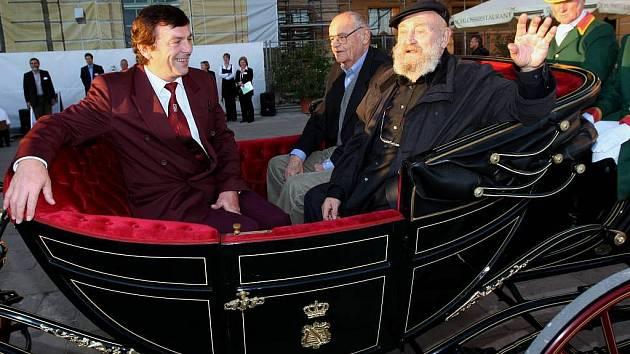 Výstava Tři oříšky pro Popelku je umístěna na zámku Moritzburg u Drážďan. Na zahájení  přijeli režisér Vorlíček, představitel prince Pavel Trávníček a král - německý herec Rolf Hoppe.