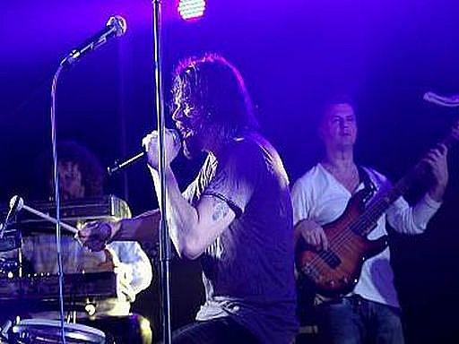 Funk jazz rapové kapela J. A. R. předvedlo v Eurocentru v Jablonci nad Nisou téměř dvouhodinový koncert nabitý energií a dobrou muzikou.