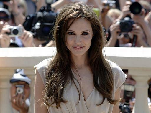 Slovutný filmový festival v Cannes odstartoval ve čtvrtek. Na snímku Angelina Jolie