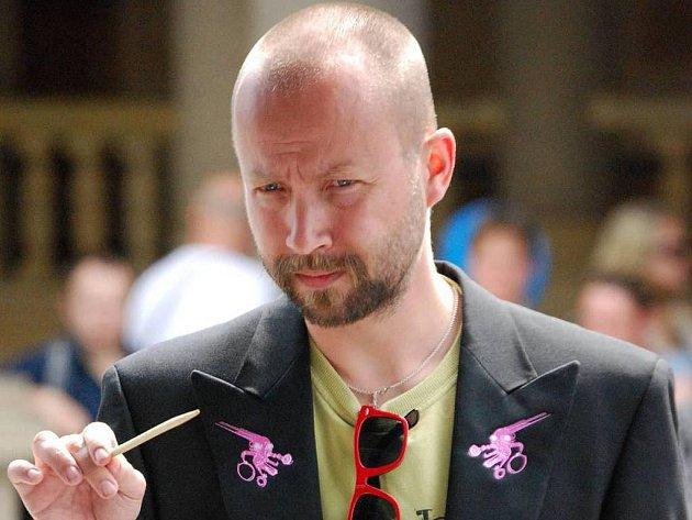 Šimon Ornest, kapelník a dirigent pražského souboru The Tap Tap.