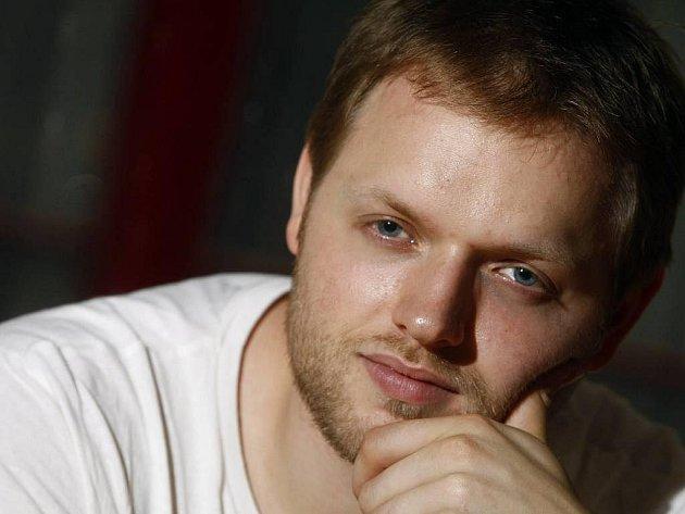 Vítěz show Cesta ke hvězdám a představitel Robina Hooda ve stejnojmenném muzikálu, který bude mít premiéru 2. září v divadle Kalich Jan Kříž.