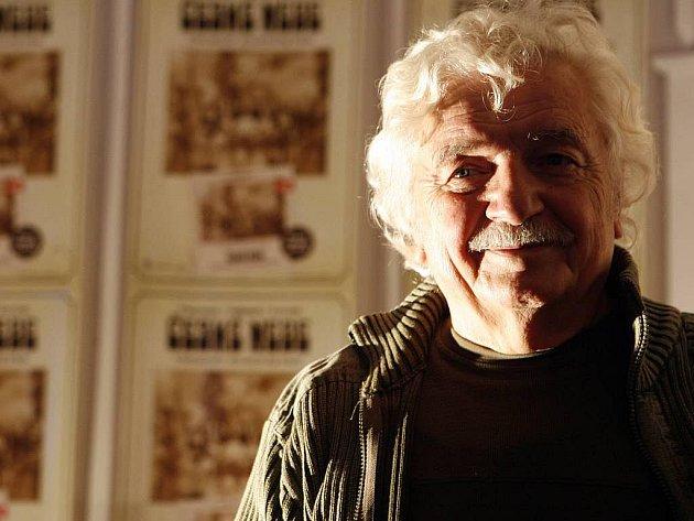 22. října 2009 bylo pokřtěno v Amedia Hotelu Theatrino na Žižkově 15. CD se hrou Divadla Járy Cimrmana – České nebe. Na snímku Ladislav Smoljak.
