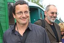Největší hvězdou spisovatelského vlaku, který v sobotu ráno vyrazil z Tábora a s drobným zpožděním před třetí hodinou dorazil do Nového Údolí na Prachaticku, byl spisovatel Michal Viewegh a Ivo Šmoldas.