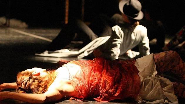 Snímek z experimentální taneční inscenace Zahrada soch, kterou Severočeské divadlo opery a baletu uvede v premiéře 22. října večer.