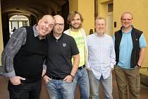 TVŮRCI. Jožo Ráž, producent Michal Kocourek, režisér Ján Ďurovčík, Ján Baláž a Vašo Patejdl.