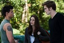 Twilight sága: Zatmění, na snímku milostný trojúhelník, Jacob, Bella a Edward