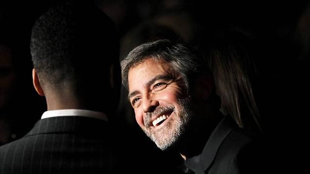 Charitativní akci na podporu zemětřesením zničeného Haiti moderuje hollywoodská hvězda George Clooney