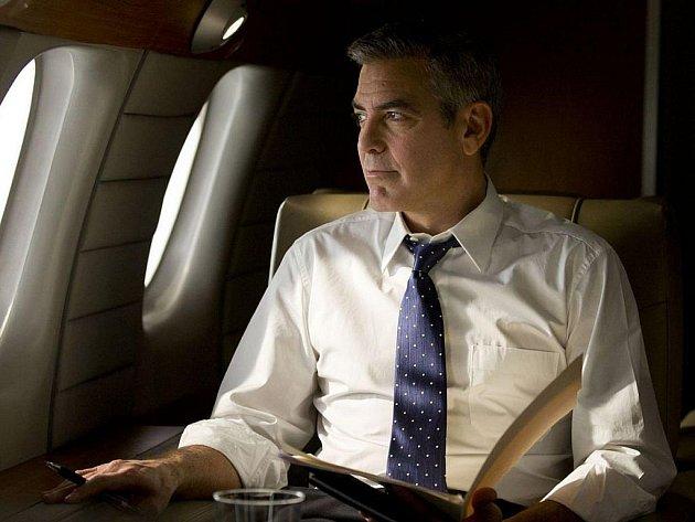 DEN ZRADY. George Clooney jako ambiciozní kandidát na prezidenta ve svém novém režijním počinu, který sklidil uznání v Benátkách i Londýně.