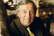 Ve věku 85 let zemřel v sobotu večer v motolské nemocnici v Praze dirigent, muzikant a herec, dlouholetý člen Divadla Járy Cimrmana Pavel Vondruška, na archivním snímku z roku 2000.