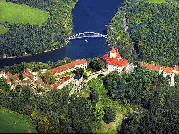 Takhle vypadá hrad Veveří z nebe - fotografie Jiřího Bergera