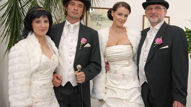 Poslední díl Velmi křehkých vztahů skončí jak jinak než svatbami