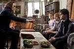 Harry Potter a relikvie smrti: Ministr kouzel Rufus Brousek předává Harrymu, Ronovi a Hermioně to, co jim ve své poslední vůli odkázal Albus Brumbál