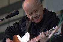 Kytarista Radim Hladík na snímku z letošního léta