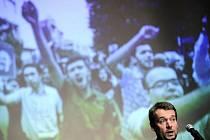 Šéf humanitární organizace Člověk v tísni Šimon Pánek udělil 10. března v Praze na zahájení festivalu dokumentárních filmů Jeden svět cenu Homo Homini dvěma íránským studentským vůdcům Madžídovi Tavakolíovi a Abdolláhu Momeníovi.