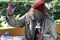 Arnošt Golflam v roli bezdomovce Ostřihoně v dílu nazvaném Vzkaz od nebožky.