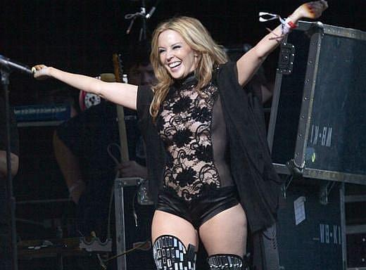 Kylie Minogue na snímku z koncertu