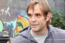 Kriminalista Jan Mašek v podání Miroslava Etzlera. Opouští ho manželka lékařka a bere s sebou jejich dvě děti. Mašek ale boj o rodinu rozhodně nevzdá!