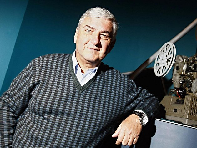 Miroslav Donutil si musel ve studiu při natáčení Černých baronů poradit s více než desítkou postav.