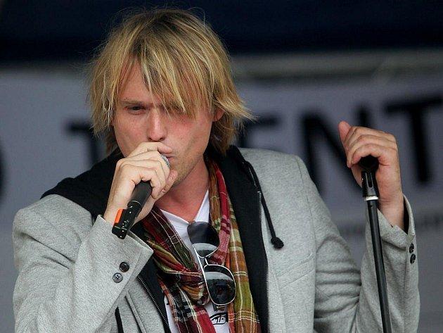 Úspěšný zpěvák David Deyl