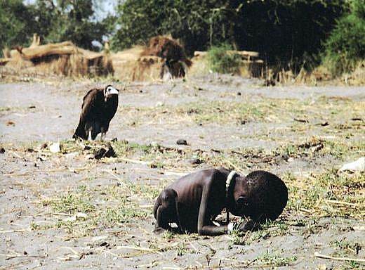 Fotografie Kevina Cartera s názvem Súdán