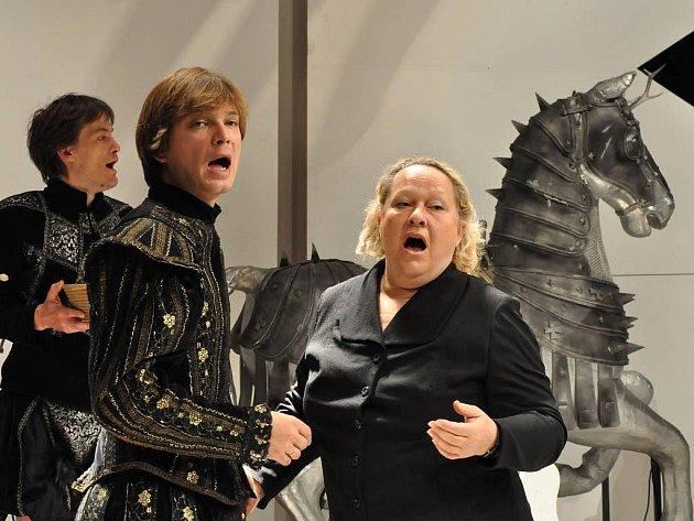 Snímek ze zkoušky Hadriána z Římsů v Klicperově divadle