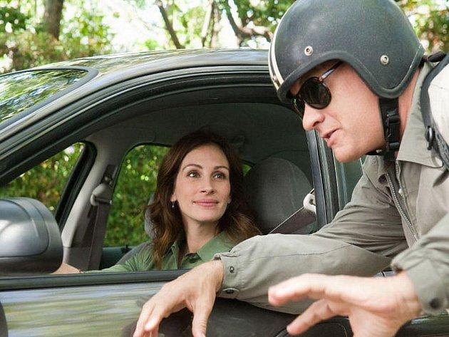 V komedii Moje krásná učitelka hrají hlavní role Tom Hanks  a Julia Roberts