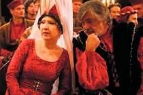 Královský pár. Jaroslava Kretschmerová a Jiří Bartoška si zahráli rodiče princezny Karolíny v pohádce Micimutr.