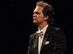 Vůdčí uměleckou osobností španělského turné Plzeňské filharmonie byl hlavní hostující dirigent orchestru Tomáš Brauner.