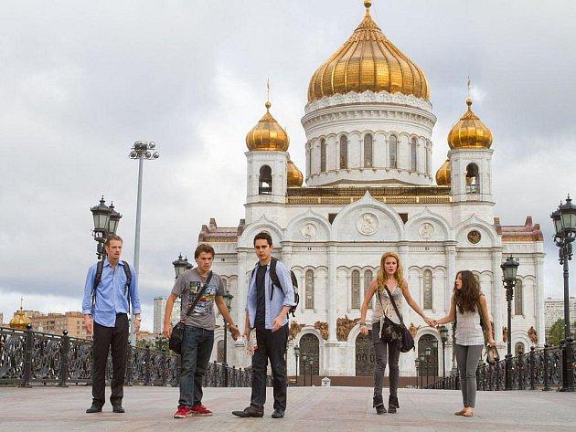 ČERNÁ HODINA. Ani atraktivní moskevské kulisy nezachraňují diváky od nudy.