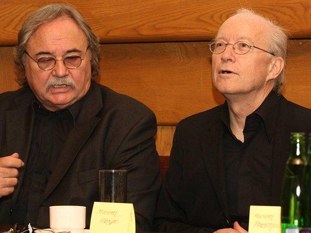 Tisková konference s autory muzikálu v divadelním klubu Městského divadla po premiéře Mozart!