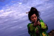 MORD PO ČÍNSKU. Snímek Zhanga Yimoua Zbytečná krutost nabízí coenovský příběh z odlišného úhlu pohledu.