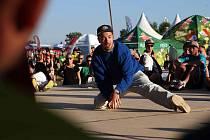 Na hradeckém letišti v areálu Festivalparku skončil v neděli jubilejní a co se účasti týče, i rekordní Hip Hop Kemp