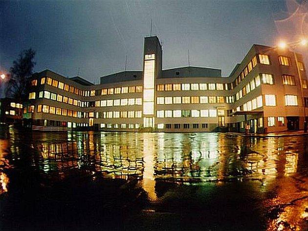 Barrandovské ateliéry v noci: plynařský gigant RWE spolu s Barrandov Studiem založili společně Filmovou nadaci