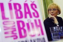 Režisérka Marie Poledňáková na autogramiádě knihy Líbáš jako Bůh 12. března 2009 v domě knih Kanzelsberger v Praze.
