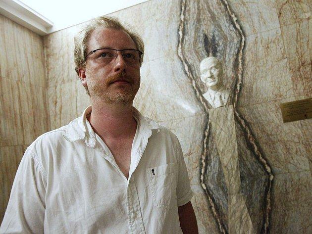 DAVID JAŘAB, rodák z Hranic na Moravě, patřil k uměleckým stálicím na divadelní půdě, která pamatuje ještě Vlastu Buriana.