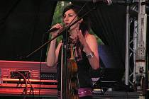 Skupina Nerez vyrazila na turné s programem Pocta Zuzaně Navarové a pěvecké party svěřila Kláře Vytiskové.