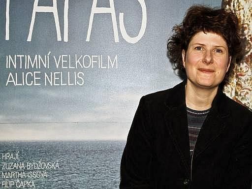 V Multikině CineStar Anděl v Praze se 7. dubna uskutečnila projekce a tisková konference k novém českém filmu Alice Nellis Mamas a Papas. Na snímku režisérka Alice NELLIS.