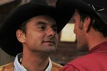 RIVALOVÉ. Mário Kubec a Petr Vondráček zápasí ve WesternStory nejen o tutéž dívku, ale i o hereckou důstojnost. První z nich dopadl lépe.