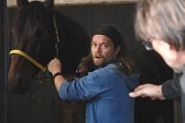 Nový seriál ČT Znamení koně, v jedné z hlavních rolí Richard Krajčo