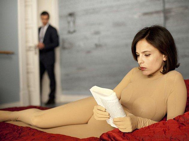 ZÁHADNÁ VERA CRUZ. Postavě půvabné Eleny Anay dal Almodóvar, možná záměrně, příjmení své oblíbené dvorní herečky Penelope Cruz.