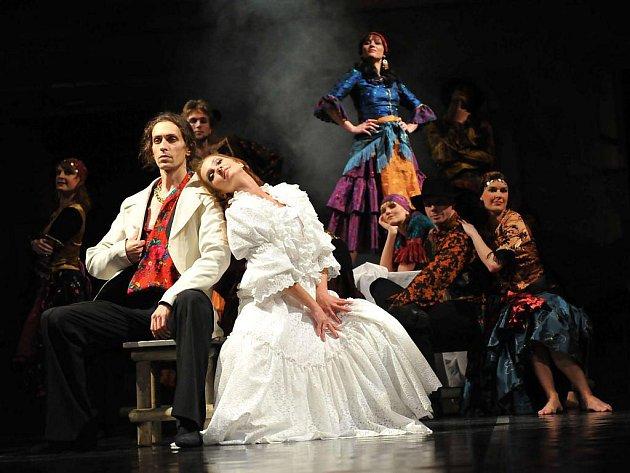Snímek z představení Cikánské kořeny/í