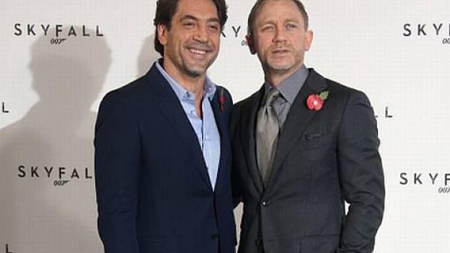 BONDOVKA. Javier Bardem a Daniel Craig před natáčením filmu Skyfall.