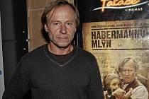 Herec Karel Roden 14. září na novinářské projekci filmu Habermannův mlýn.