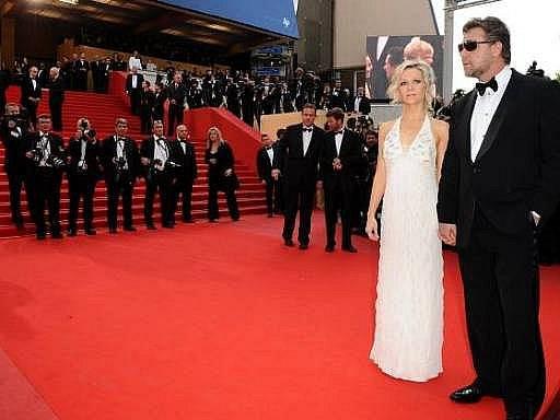 Australská superhvězda Russell Crowe se svou ženou Danielle Spencer přitahovali ustavičnou pozornost fotografů