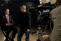 OSTŘÍ HRÁČI. Meyers a jeho politický idol, senátor Morris, čili Ryan Gosling a George Clooney.