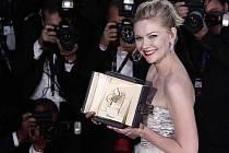 MFF v Cannes: Kirsten Dunst dostala Zlatou palmu za svůj herecký výkon v Trierově filmu Melancholia