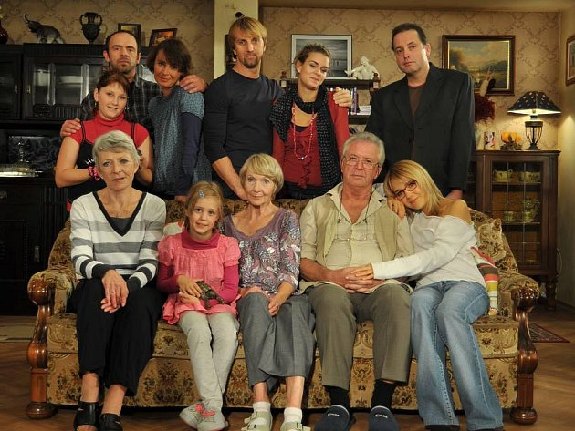 Rodinka po bezmála 40 letech navazuje na legendární příběhy oblíbené televizní série Taková normální rodinka