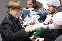 Roman Polanski na soutěžní promítání svého filmu Ghost writer do Berlína přijet nemohl, tak ho zastoupili herci: Pierce Brosnan